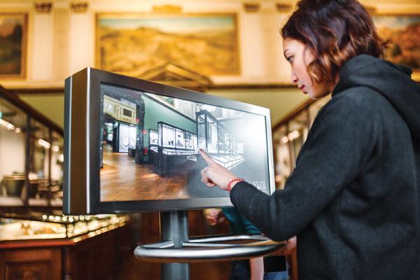 Musee-ecran-interactif-EdNurg---stock.adobe.com.png